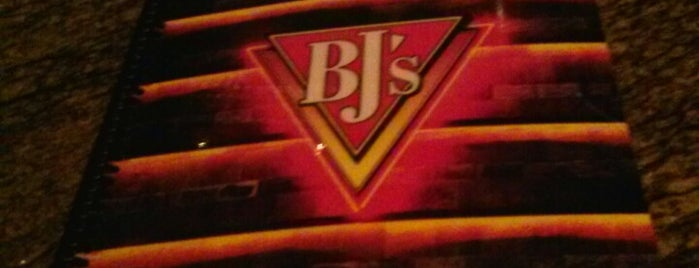 BJ's Restaurant & Brewhouse is one of Lieux sauvegardés par Brent.