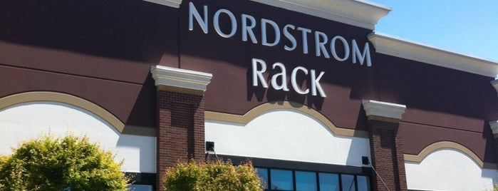 Nordstrom Rack is one of Kateさんのお気に入りスポット.