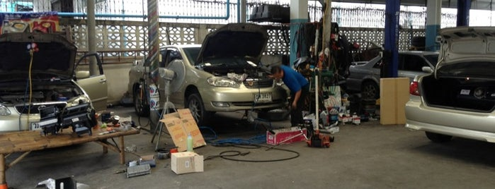 อู่คุณเล้ง Leng Garage is one of Orte, die Chaimongkol gefallen.
