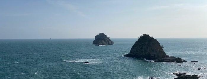 Oryukdo Skywalk is one of South Korea.