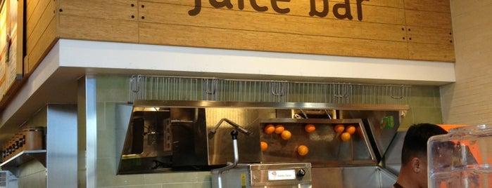 Jamba Juice is one of สถานที่ที่ Andrew ถูกใจ.