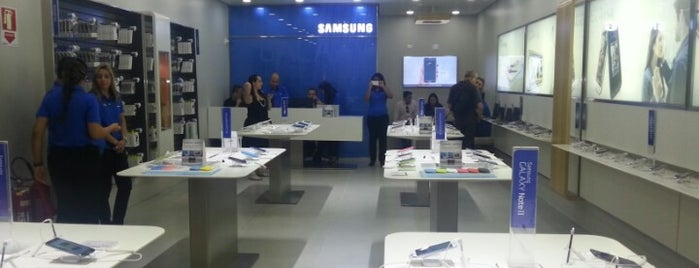 Samsung Store is one of Lieux qui ont plu à Fabio.
