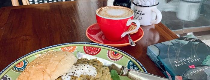 Loaf Café is one of Кофейни и лучшие места для завтраков.