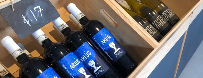 vinology bottle shop + tasting bar is one of houston.