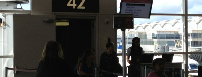 Gate 42 is one of Lieux qui ont plu à Jimmy.