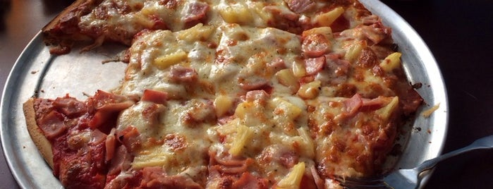 Broadway Pizza is one of Tempat yang Disukai Jacque.