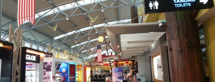Langkawi International Airport (LGK) is one of Locais curtidos por Nate.