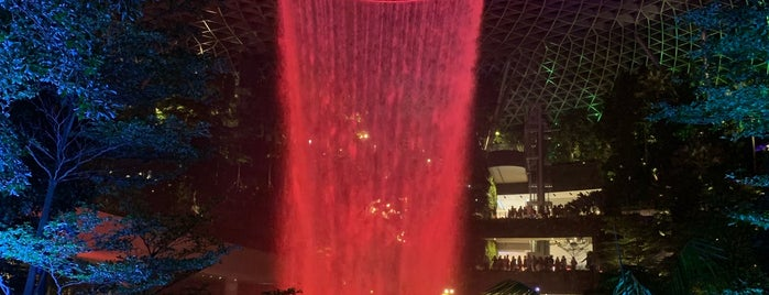 Jewel Changi Airport is one of Lugares favoritos de MAC.