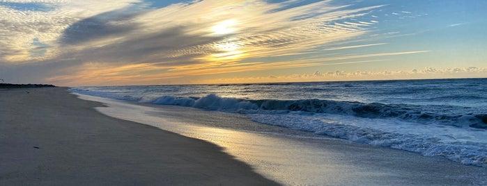 Cherry Grove Beach is one of Dominic 님이 좋아한 장소.