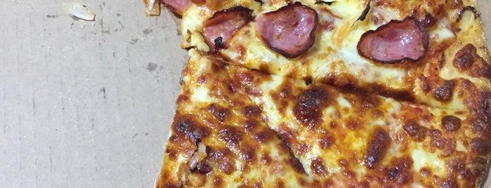 Domino's Pizza is one of Tempat yang Disukai Paula.