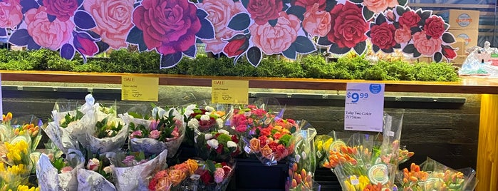 Whole Foods Market is one of Hawaii 2019🌺.