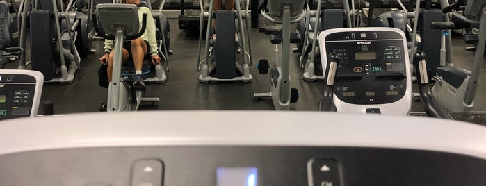 24 Hour Fitness is one of Posti che sono piaciuti a Jason.
