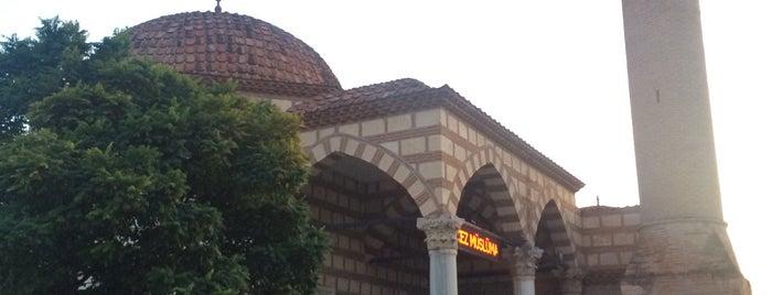 Şeyh Kutbuddin Camii ve Türbesi is one of Locais curtidos por Fatih.