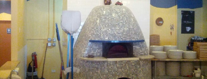 Pizzeria Da Nella Cucina Napoletana is one of Chicago Bucketlist.