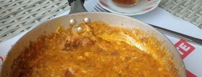 Menemenci Alaattin'in Yeri is one of Posti che sono piaciuti a Özlem Bayrak👑.