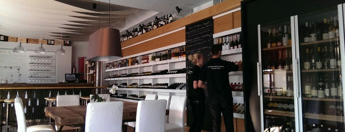 Crush Wine Station is one of Tivat.