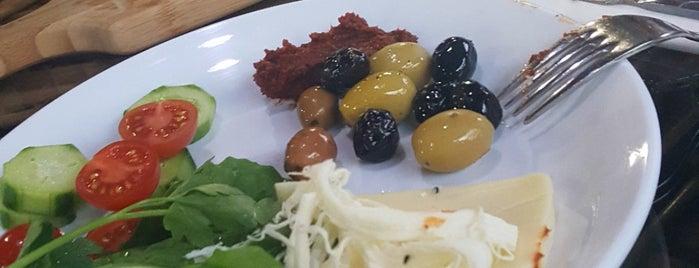 Ay🇹🇷Yıldız Cafe&Restaurant is one of Naciye'nin Beğendiği Mekanlar.