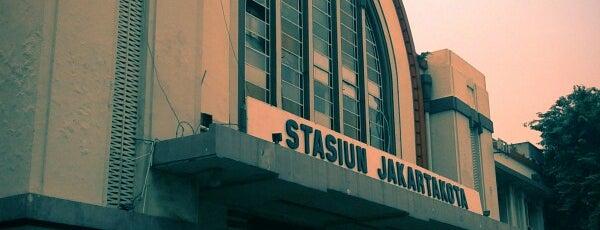 Stasiun Jakarta Kota is one of E.