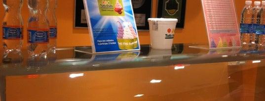 Tutti Frutti Frozen Yogurt is one of Tempat yang Disukai Alberto J S.