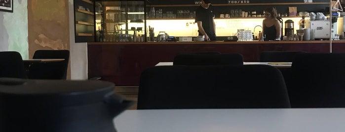 Flow Specialty Coffee Bar & Bistro is one of Lugares guardados de Benedek.