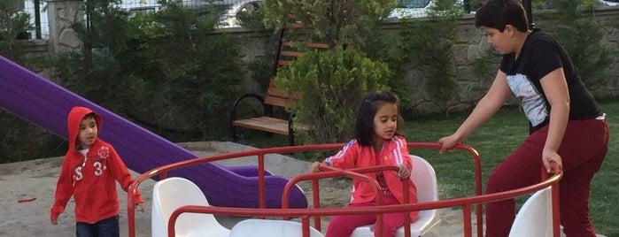Çınar Sitesi is one of Posti che sono piaciuti a Demen.