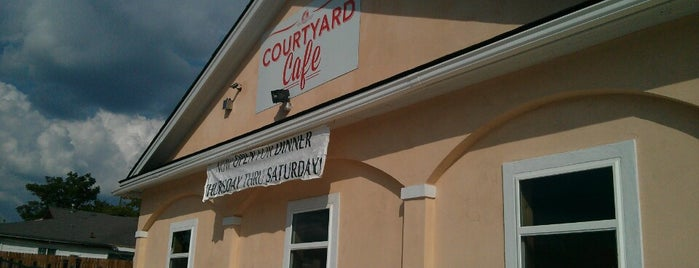 Courtyard Cafe is one of Locais salvos de Sharon.