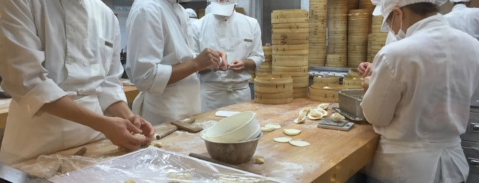 Din Tai Fung is one of Lugares guardados de Patrick.