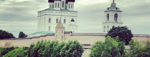 Набережная реки Великой is one of Лизаветаさんの保存済みスポット.