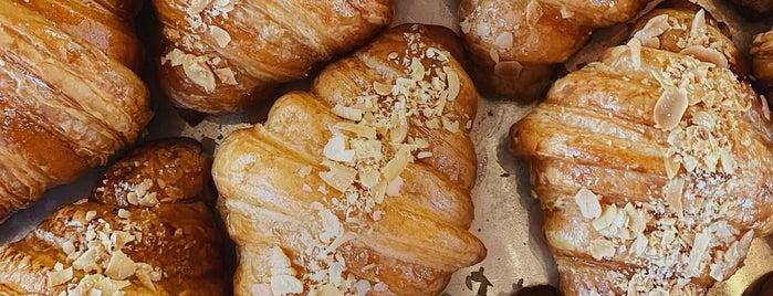 12 Coffee&Croissants is one of Gespeicherte Orte von Iryna.