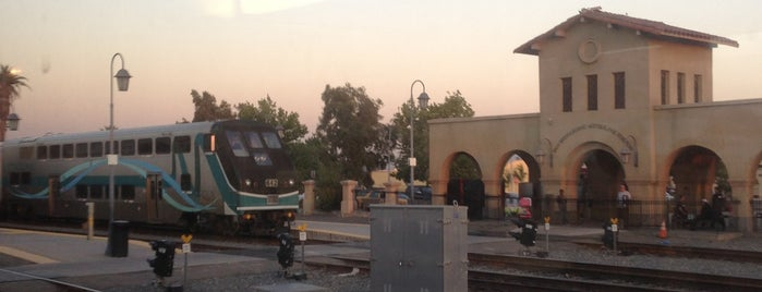 Metrolink San Bernardino Station is one of สถานที่ที่ Karl ถูกใจ.