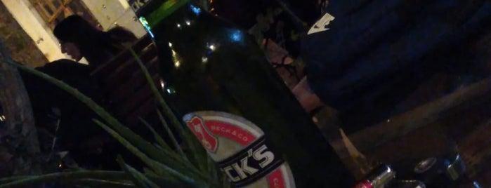 Yeni Eski Cafe & Bar is one of สถานที่ที่ Halil G. ถูกใจ.