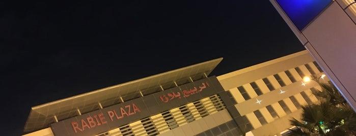 Al-Rabie Plaza is one of Lieux sauvegardés par Queen.
