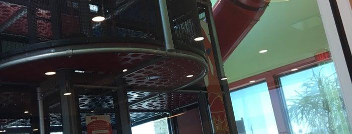McDonald's is one of สถานที่ที่ Kris ถูกใจ.