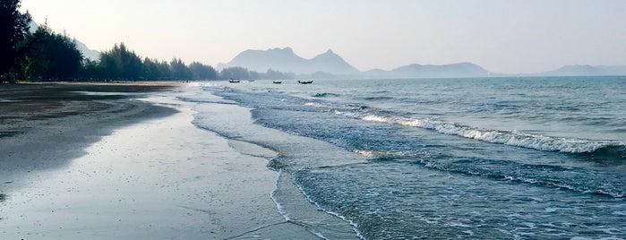 Sam Roi Yot Beach is one of Natalya 님이 좋아한 장소.