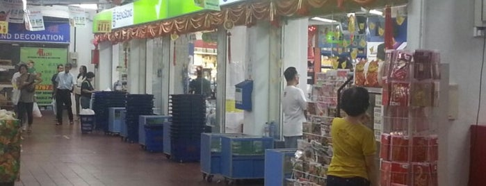 Sheng Siong Supermarket is one of Elena's Liked Places.
