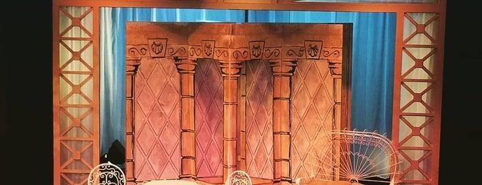 In Tandem Theatre is one of Tempat yang Disukai Julianna.