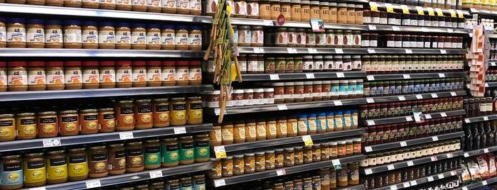 Whole Foods Market is one of Locais curtidos por Vivian.