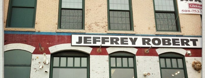 Jeffrey Robert Salon is one of Orte, die Crystal gefallen.