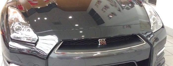 Riverside Nissan is one of Lieux qui ont plu à Eric.