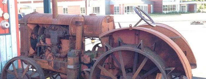 Rusty Tractor Restaurant is one of Gespeicherte Orte von Maggie.