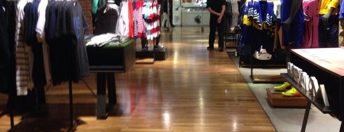 Nike Shop is one of Posti che sono piaciuti a Cristian.