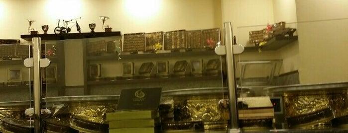 حلويات الموند is one of สถานที่ที่ Hadi ถูกใจ.