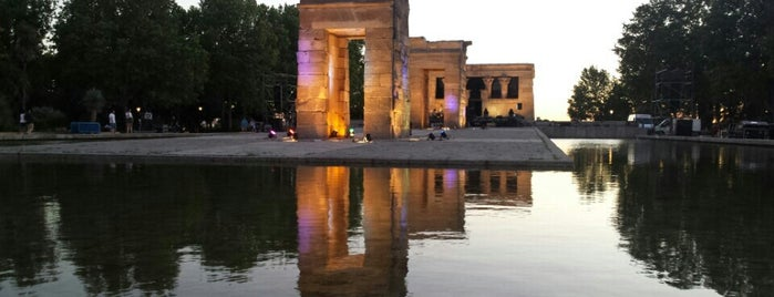 Templo de Debod is one of Atardecer en Madrid.