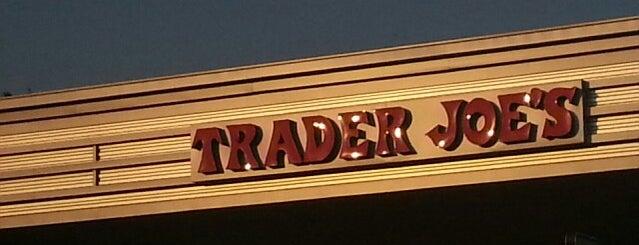 Trader Joe's is one of Locais curtidos por Asli.