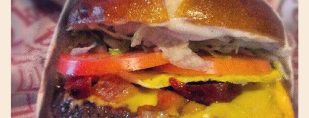 Red Robin Gourmet Burgers and Brews is one of สถานที่ที่ Stefan ถูกใจ.