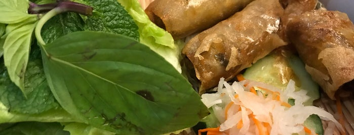 Dalat Vietnamese Restaurant is one of Furiousmateさんのお気に入りスポット.