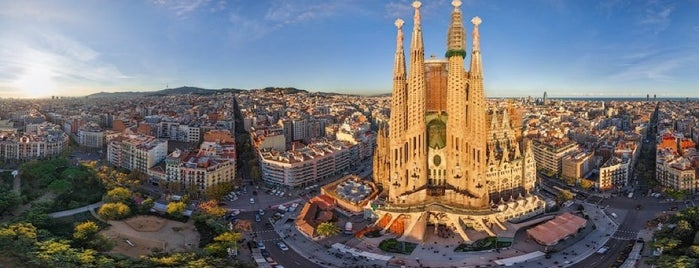 Sagrada Família is one of Barcelone.