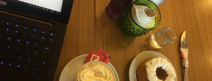 Naranjos cafe & Tienda de delicias is one of Lugares favoritos de William.
