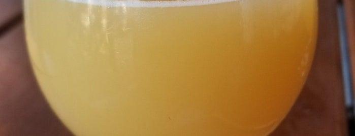 Trillium Brewing Company is one of Orte, die Al gefallen.