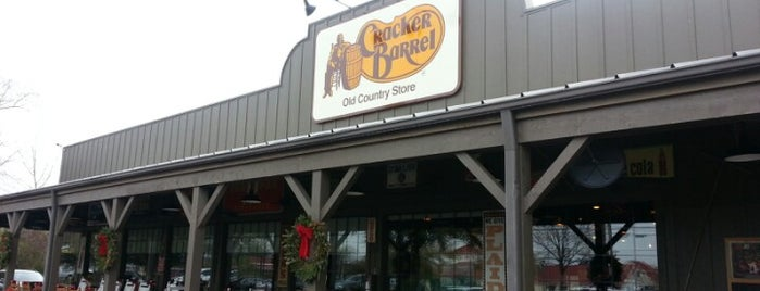 Cracker Barrel Old Country Store is one of Tempat yang Disukai Michael.